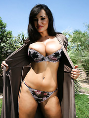 Amazing big boobed mature babe Lisa Ann is showing her wonderful boobies