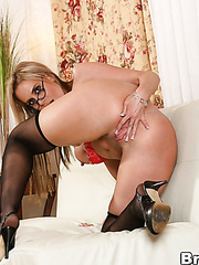 Misty Vonage and Kylie Worthy dancing a hot striptease for the audience