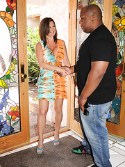 Fat mom Raquel Devine get messy facial from black guy