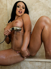 Noisy whore Cherokee relaxing in bath and working with her wet pussy