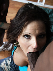 Hot brunette Syren Demer fucken in ass and mouth by two black cocks