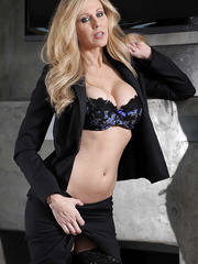 Enjoy wonderful blonde milf in amazingly hot stockings Brandi Love