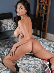 Sumptuous lady with big boobs Priya Anjali Rai lures with her charming forms