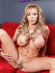 Experienced and ambitious lady with big tits Amber Lynn Bach amazes us