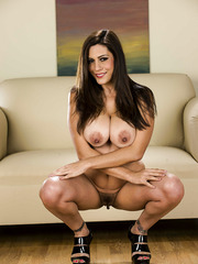 Delicious woman with big tits named Raylene takes off her clothes