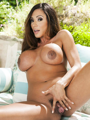 Ariella Ferrera shows off her beautiful big tits decorated with juicy nipples