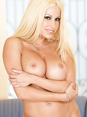 Extremely sexy blonde babe Gina Lynn and her delicious curvy lines