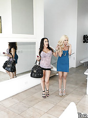 Naughty ladies Gina Lynn and Jenna Presley meet lucky man in the threesome action