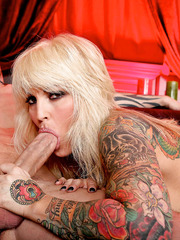 Janine Lindemulder presents amazing blowjob and gets fucked in the pussy