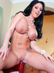 Super curvy brunette madam Kerry Louise enjoys to amaze us with her melons
