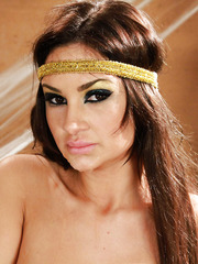 Amazing milf brunette Amy Ried gets sweet facial on her gorgeous face