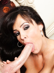 Lisa Ann looks fantastic with a huge powerful dick in her still tight pussy