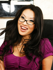 Super hot Asian secretary Asa Akira turns this lunch break into real action