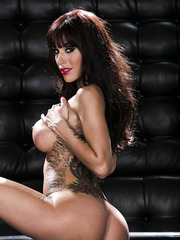 Hot brunette milf Gia Dimarco demonstrates her sweet and shaved pussy