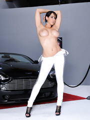 Black haired babe Isis Love knows how to make amazing advertisement at the car show