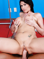 Eva Karera sucks a cock and gets a very nice cunnilingus from her fucker