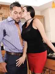 Unfotgettable pornstar Ariella Ferrera prefers swallowing delicious wieners