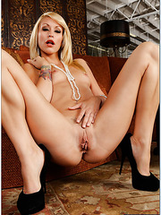 Playful babe Monique Alexander loves working with juicy daggers and riding them