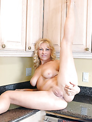 Milf girl Danielle Frost is demonstrating her awesome body in sexy lingerie