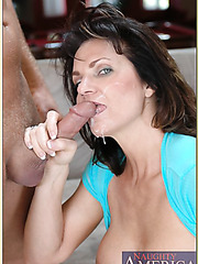 Big tits mature girl Deauxma is showing her stunning ass in sexy jeans