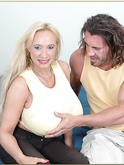 Sweet blowjob done by fabulous mature in tight shorts Echo Valley