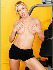 Kelly Estelle is revealing her amazing milf body while doing sport