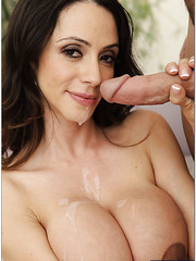 Blowjob done to a lucky dude by sexy milf chick Ariella Ferrera