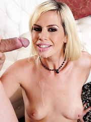 Tremendous blonde pornstar Tara Lynn Foxx is enjoying a hardcore fuck