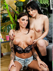 Milf beauties Gabriella Paltrova and Juelz Ventura in a hot threesome
