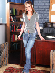 Slender milf Mikayla Hendrix takes off her jeans and remains in high heels