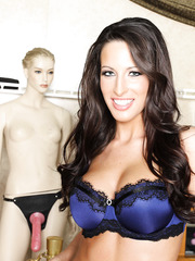 Exceptional hottie with big tits Kortney Kane strips in the sex museum