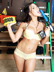 Sexy mechanics Brynn Tyler and Rachel Starr have sweet time in the garage