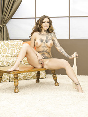 Tattoed milf Julia Bond masturbates with her fingers and shows her great body