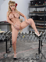 Luxury woman with huge breasts Nikki Benz strips in the garage