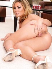 Milf with tiny natural tits and huge ass Sheena Shaw demonstrates her treasures