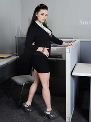Busty secretary Taylor Vixen demonstrates her big tits during lunch break