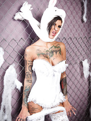 Smoking hot babe Bonnie Rotten in a bunny costume posing for the camera