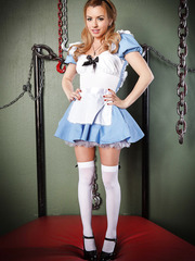 Gorgeous babe Lexi Belle showing how Alice from wonderland should look