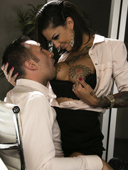 Magnificent MILF Bonnie Rotten showing her cock sucking skills to her man