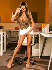 Unbelievably sexy MILF Madison Ivy showing her flawless body and legs