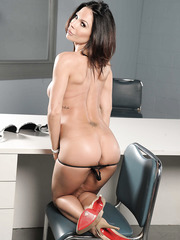 Victorious Milf Kirsten Price wearing only her high-heels posing naked