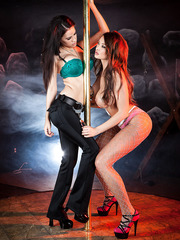 Vanessa Veracruz and Summer Brielle playing with some huge dildos