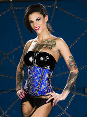 Tattooed MILF Bonnie Rotten doing an amazing striptease for a camera