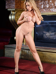 Perfect MILF Capri Cavanni showing her amazing and astonishing body