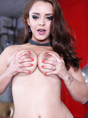 Gorgeous and skillful babe Liza Del Sierra showing her big tits and posing
