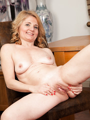 Wonderful and alluring mature slut Isabella showing her big ass and boobs