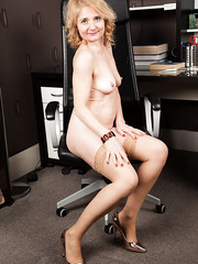 Superb mature slut Isabella likes to undress herself in the office