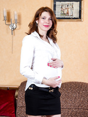 Hot pregnant Mom Iviola posing completely naked with her high-heel on
