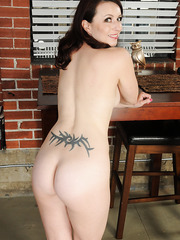 Gorgeous babe Violet showing her back tattoo and her sweet ass with boobs