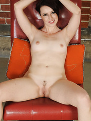 Beautiful MILF Violet spreading her legs wide and showing her pussy